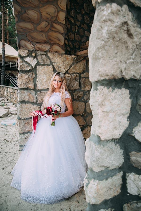 фотосессия невесты в лесной сказке