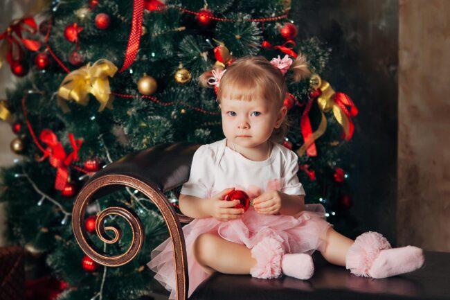 Дети у елки фотосессия