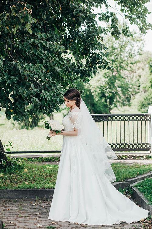 подвенечный наряд обворожительной невесты