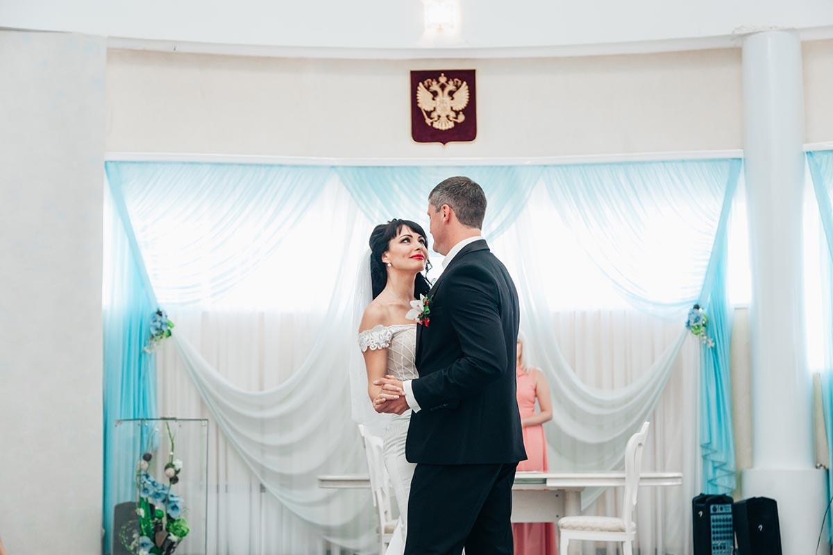 первый танец жениха и невесты в ЗАГСе