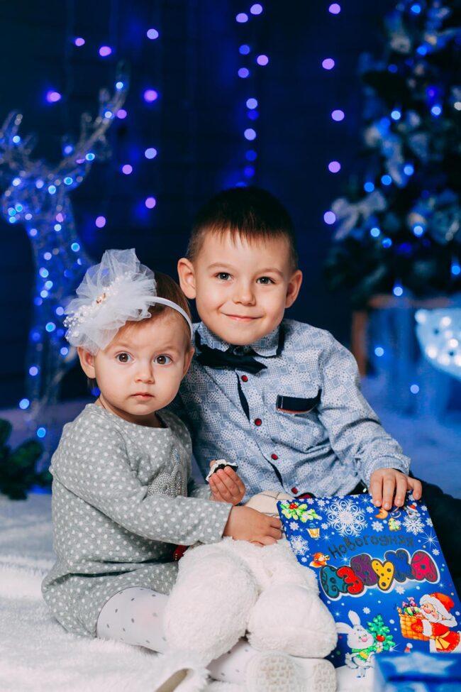 Новогодняя фотосессия с детьми в студии