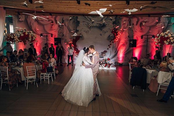 фотосессия свадьбы в банкетном зале