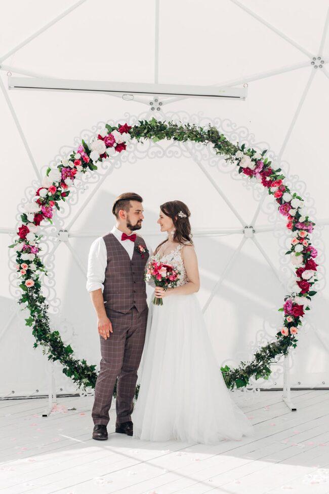Свадьба в загородном коттедже в шатре